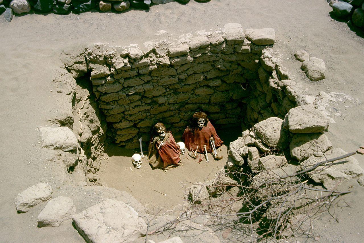 1280px-Nazca-chauchilla-c05